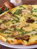 Receta de tortilla de ajos tiernos y champiñones