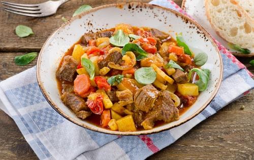 Receta de ternera en salsa con patatas