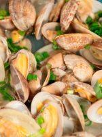 Receta de almejas al vapor en salsa verde