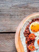 Receta de habas con jamón y huevo