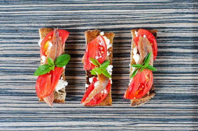 Receta de anchoas con tomate